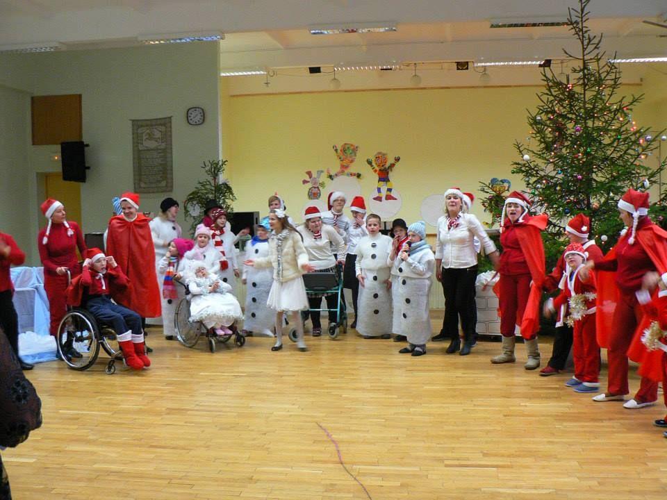 Baltijos-mokykloje-dovanos-jau-išdalintos