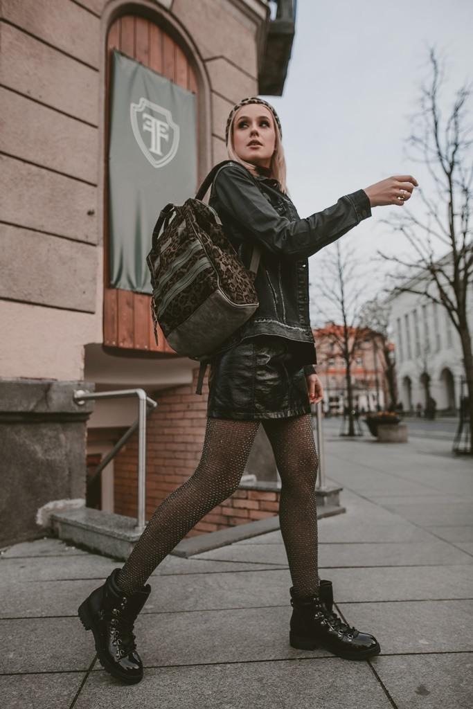 Grubūs_batai_ir_romantikėms_1