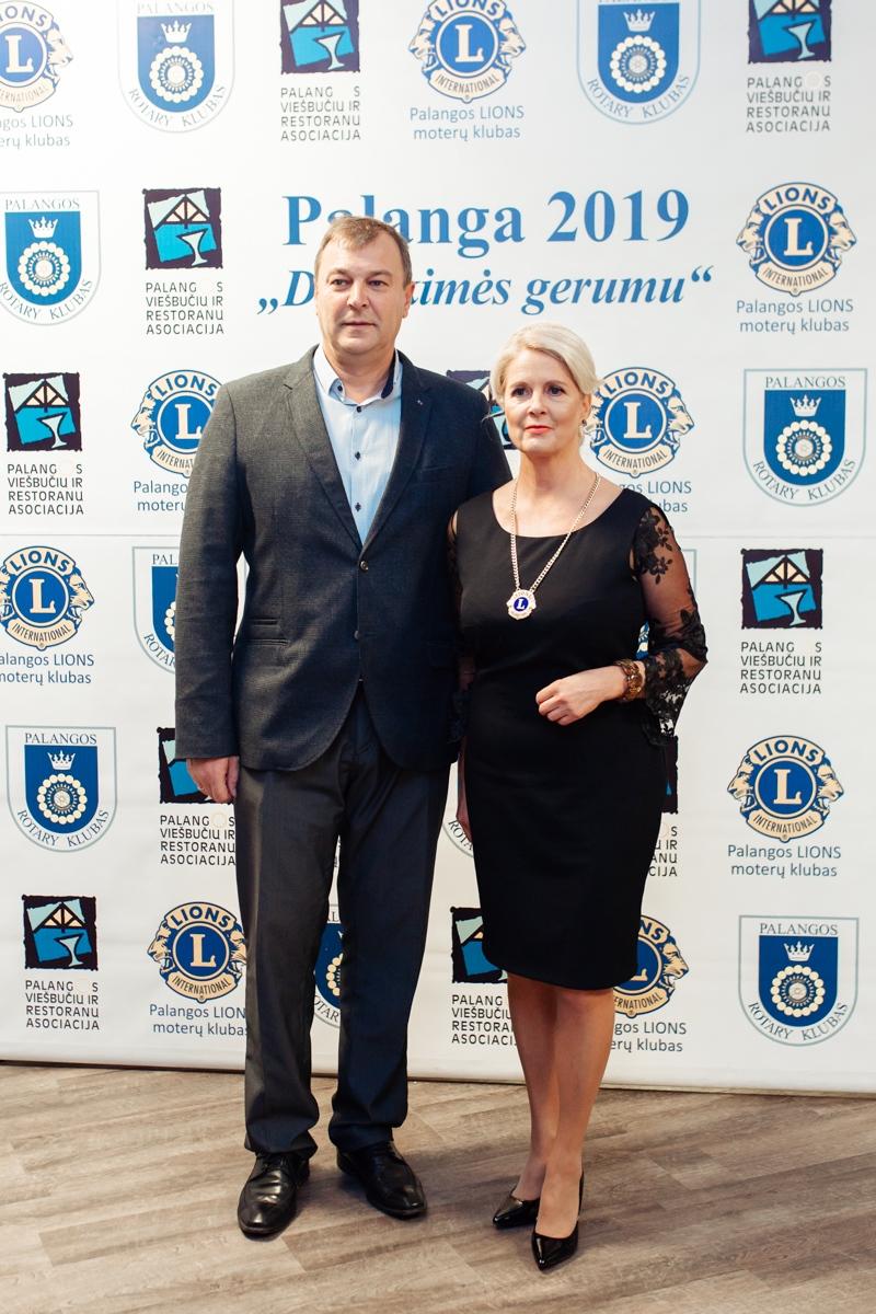 8_Palangos-LIONS-moterų-klubo-prezidentė-Birutė-Simutienė-su-vuyru